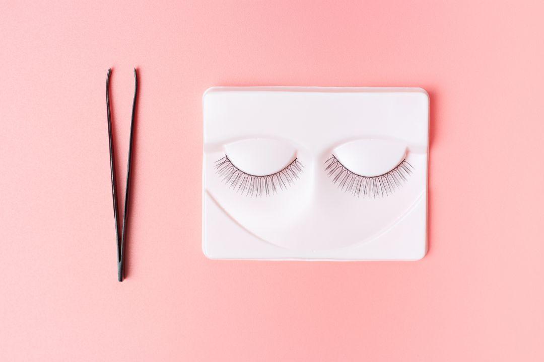 best eyelash extension glue